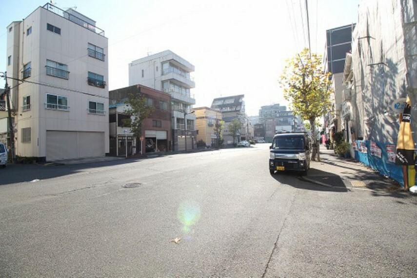現況外観写真 前面道路含む現地写真(11時撮影)