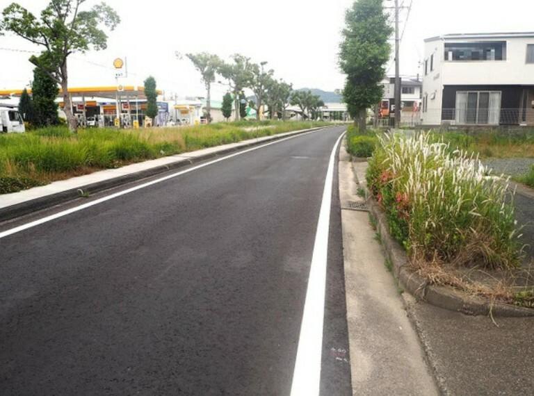 現況写真 歩道付きの道路に接道しています。