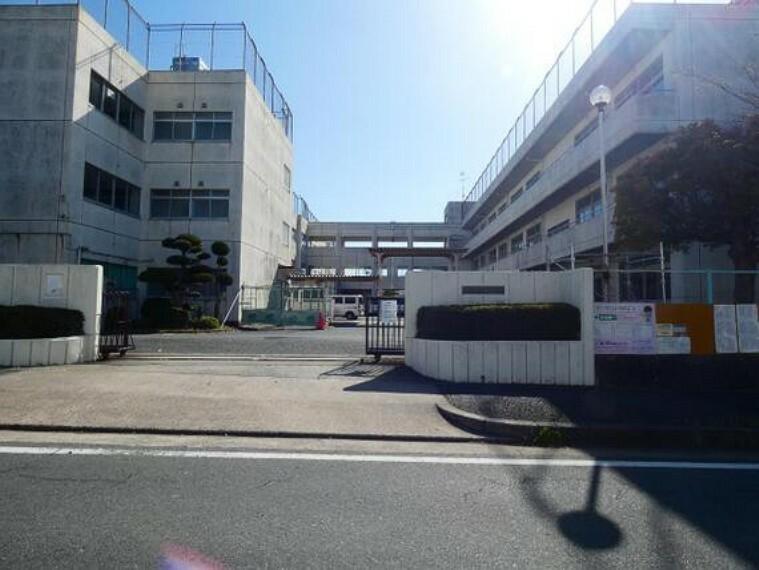 小学校 飯村小学校まで徒歩約3分。(約200m)