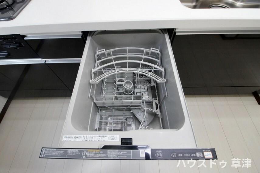 キッチン 食器乾燥機付きなので洗い物の時間短縮ができますね