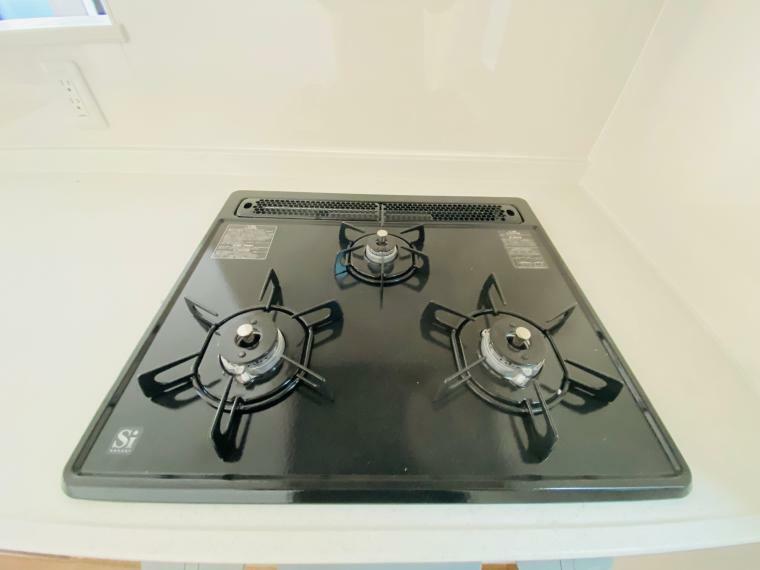 キッチン 3口コンロで料理も捗ります