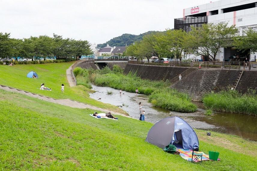 公園 川遊びもできる三沢川親水公園。(徒歩15分・約1200m) /2020年9月撮影