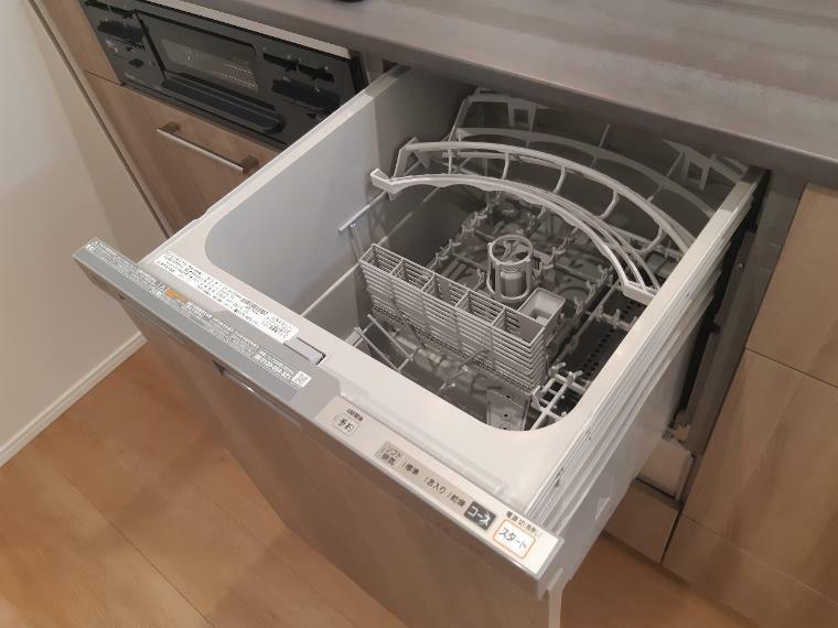 キッチン キッチンには食洗機付 手荒れが気になる冬場の食器洗いから解放されます