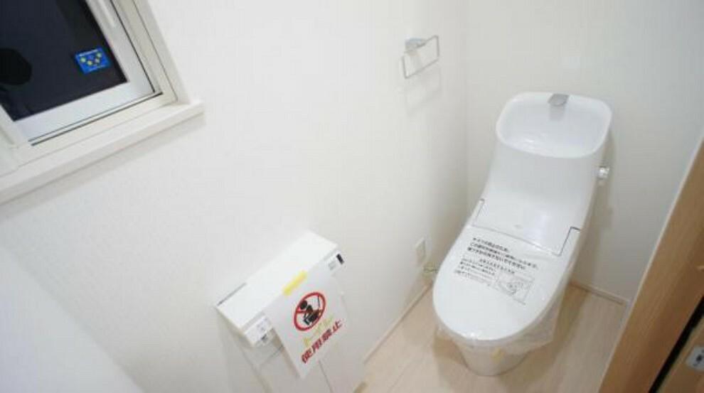 トイレ トイレ 各階に設置しました。温水洗浄便座採用です