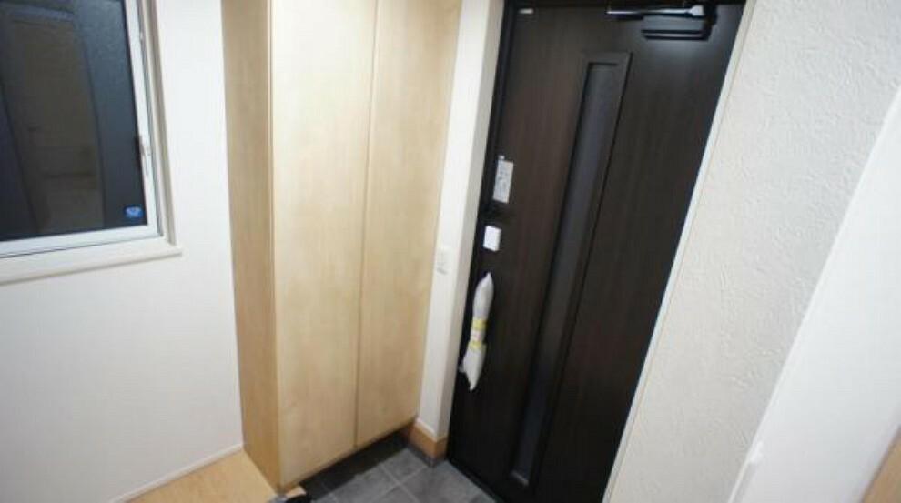 玄関 玄関 散らかりがちな玄関もスッキリの玄関収納付