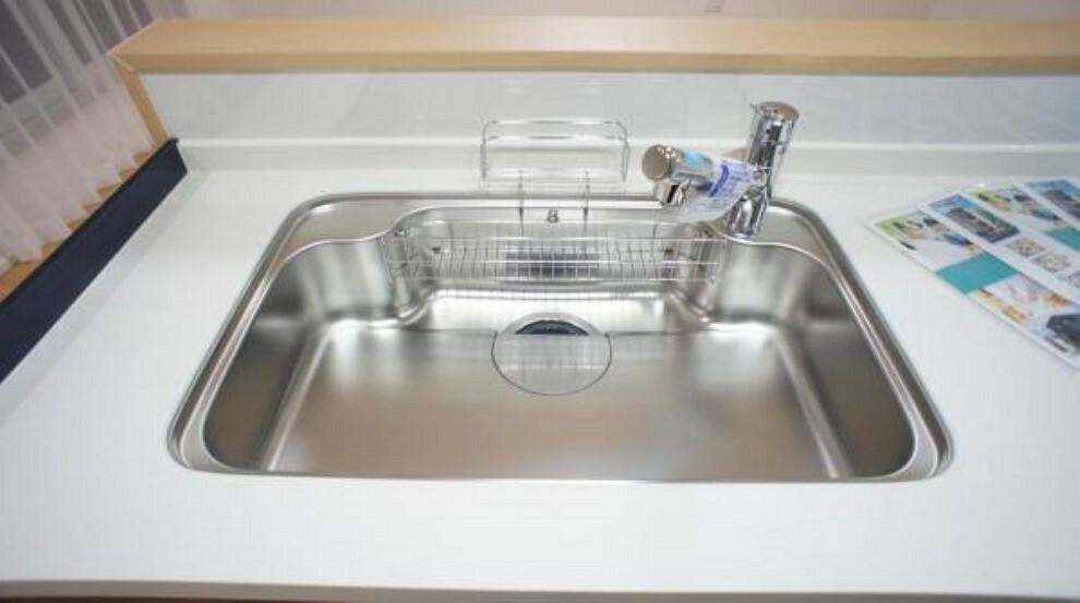 浄水器一体型水栓 場所をとらない浄水器内蔵型ハンドシャワー