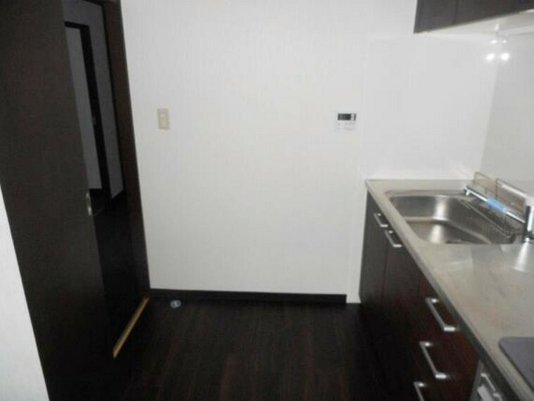 キッチン リビングと廊下の2WAY。家事動線を考慮した間取りです。