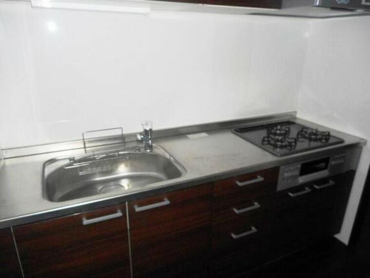キッチン 作業台も広く使いやすそうなキッチンです。