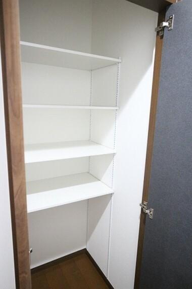 収納 2020年4月9日撮影 リビング収納スペース ホットプレートなど毎日使わないキッチン家電などの収納にも便利です。