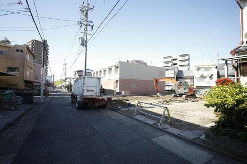 現況写真 11/26撮影 南側接道状況および現場風景 【名古屋市西区名塚町5丁目】