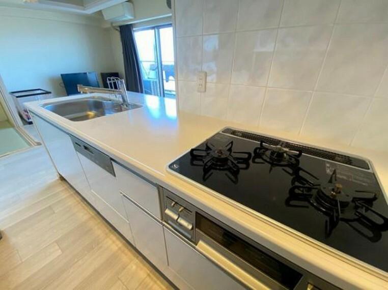 キッチン 食器洗浄乾燥機搭載のシステムキッチンで、家事の負担を軽減!