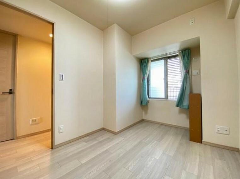 寝室 室内はシンプルな仕様となっており、それぞれの好みに合わせたインテリアで、趣味に合わせてレイアウトしやすくなっております