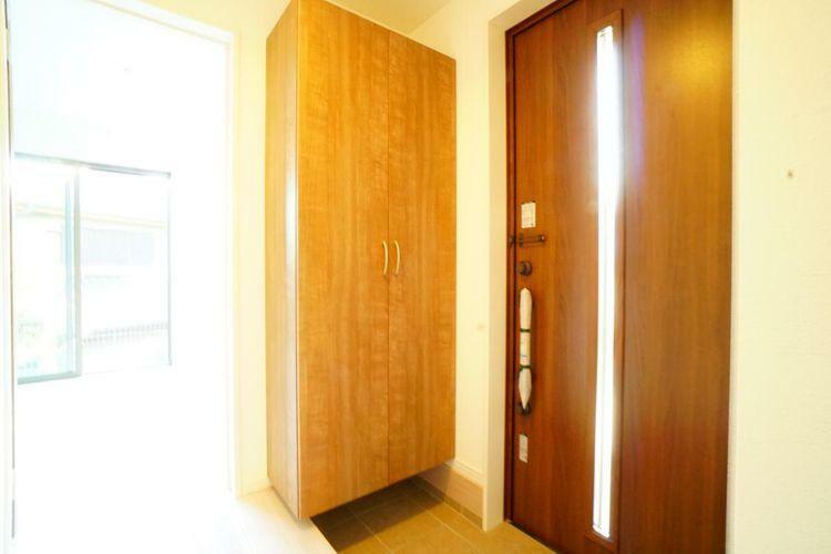 玄関 ゆったりとした広さの玄関は自然光で明るいですね。
