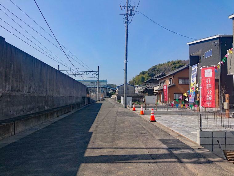 現況外観写真 現地写真(2021年3月11日) 南側公道 幅員6.1m