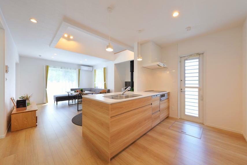 キッチン 「薪ストーブのある家」モデルハウス公開中