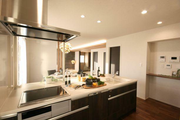 キッチン 【キッチン】 意匠性と機能性を両立したペニンシュラ型キッチン。