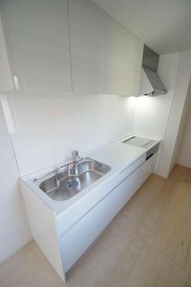 キッチン 《キッチン》壁付けのキッチンにすることでよりリビングに開放感が生まれます!