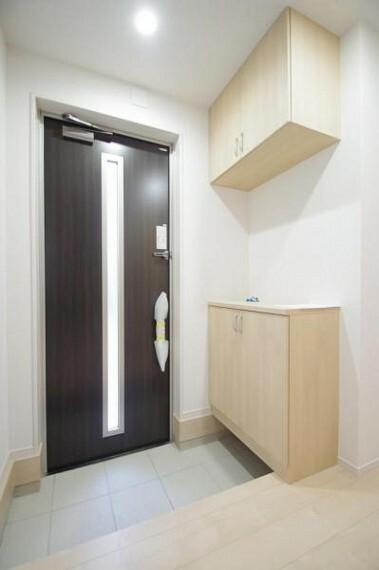 玄関 《玄関》玄関収納もあり、外用具たっぷり入ります!