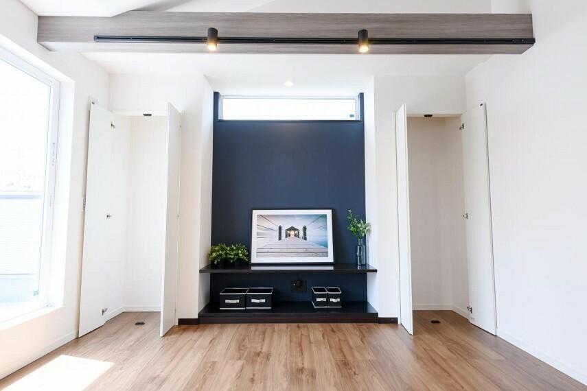 居間・リビング 【1号地 2階リビング】LDKにも収納スペースをご用意しました! 掃除機など毎日使うものを仕舞ってスッキリ片付くおウチに。