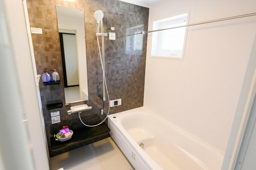 【浴室】TOTOサザナ HTシリーズ1616サイズ※画像は1号地 使いやすさやお掃除のしやすさだけでなく、くつろぎにもこだわったシステムバスルーム