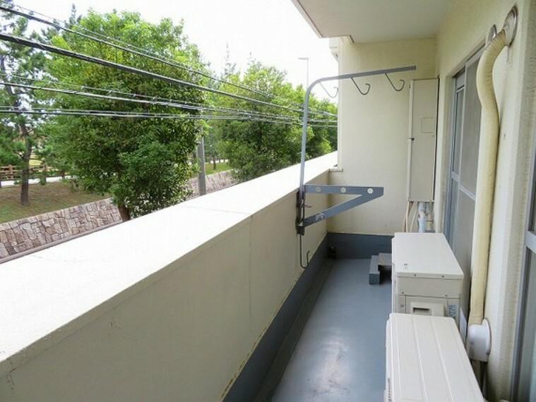 バルコニー ゆとりあるバルコニーでお洗濯ものも良く乾きます