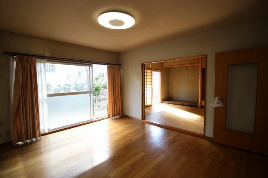 洋室 用途に合わせて使い分けられる和室と洋室の続き間