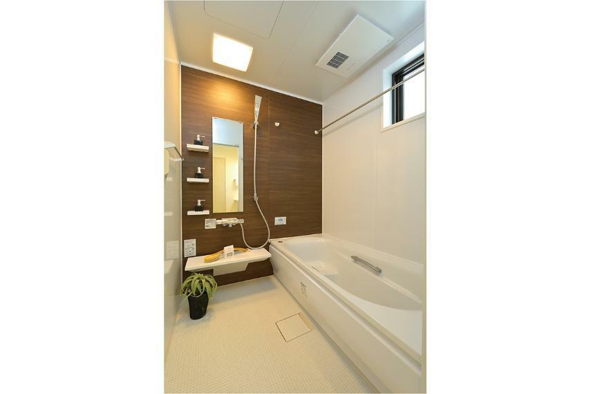 浴室 ※掲載の写真はモデルハウスを撮影(2020年11月)したもので、インテリア・小物・オプション品などは販売価格に含まれておりません。※参考写真は弊社施工例及びメーカー写真のため実際とは異なる場合があります。