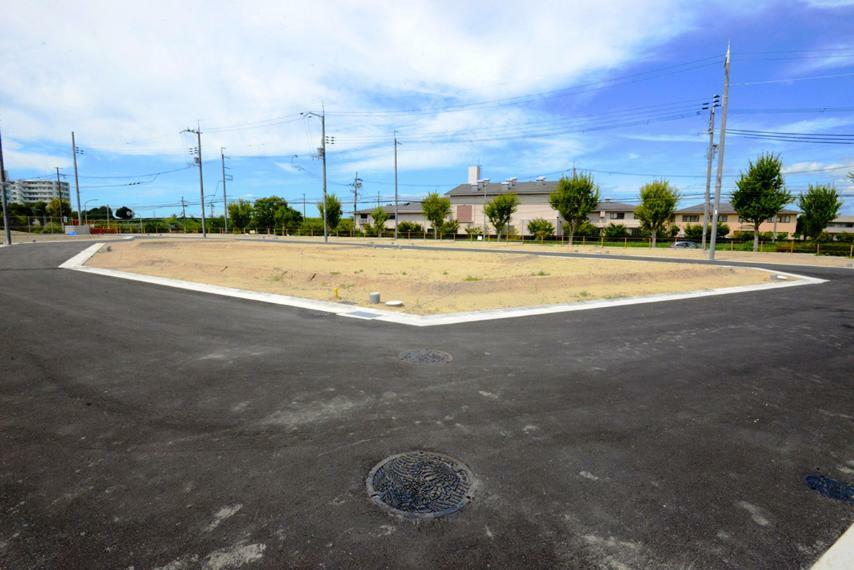 現況写真 並木通りに面し、整形地の分譲地です!※現地の様子●ウェルカムセンターオープン! 現地(2020年10月)撮影