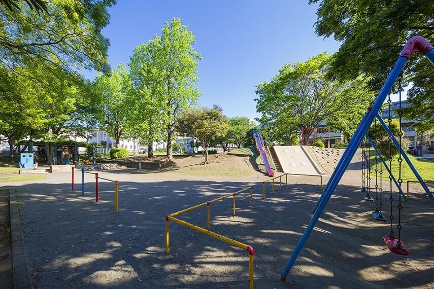 公園 検見川公園(徒歩4分)遊具のある広々とした公園