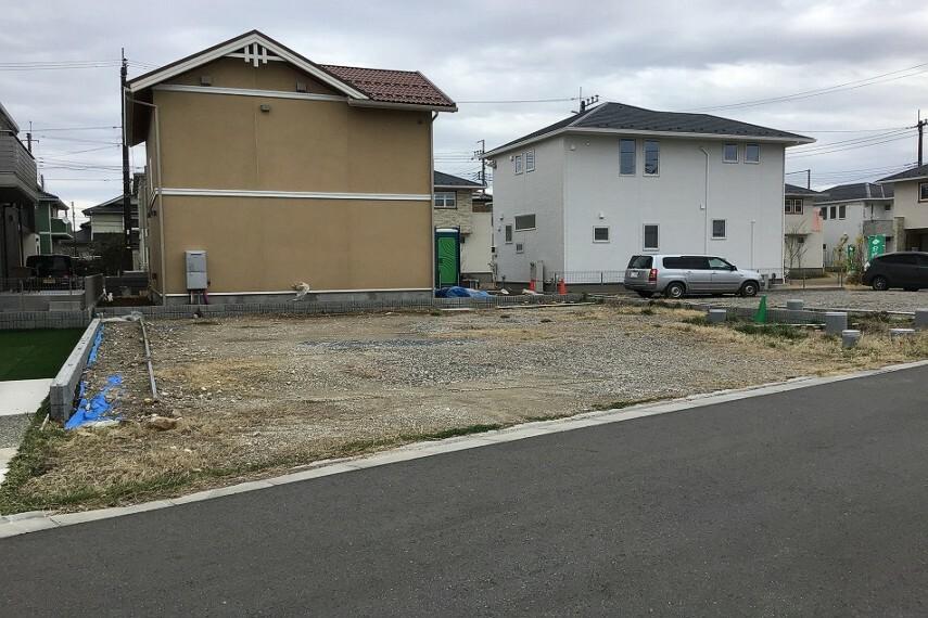 現況写真 No.46_全景(撮影_2021年3月)52.04坪のゆとりのある敷地で2台駐車+お庭のプランニングが可能です!