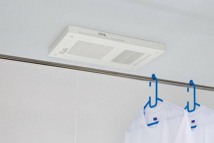 参考プラン完成予想図 浴室乾燥機 1.花粉の季節や梅雨時の洗濯の強い味方! 2.浴室に干して、お部屋がスッキリ。 3.花粉・梅雨時期の洗濯物ストレスを軽減。