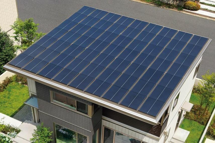 参考プラン完成予想図 太陽光発電システム 1.自宅で電気を作って暮らすエコな暮らしをサポート。 2.もしもの災害時でも電気を使える安心。 3.月々の光熱費が抑えられます。 ※メーカーのモデルチェンジにより、形状が変更となる場合があります。