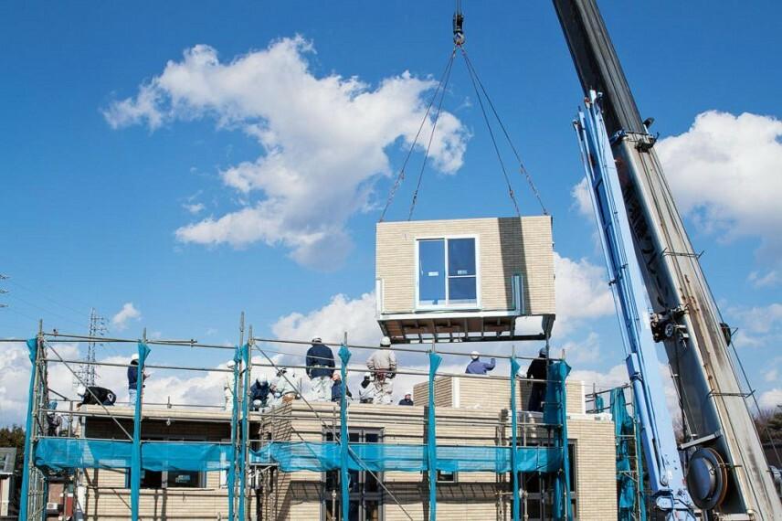 参考プラン完成予想図 ユニット工法 工場で作ったユニットを組み上げて住宅を作る。※建築規模や天候、その他の条件により一日で完了しない場合があります。