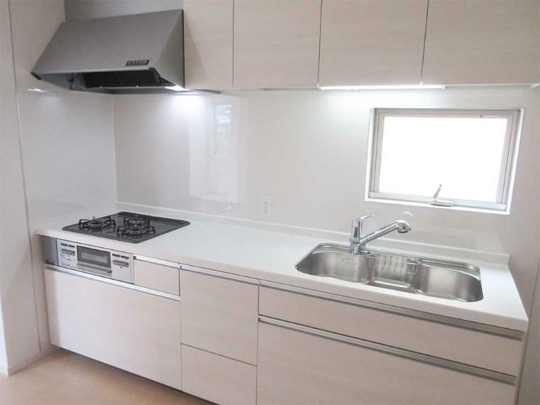キッチン (同社施工例)浄水器付きのシステムキッチン
