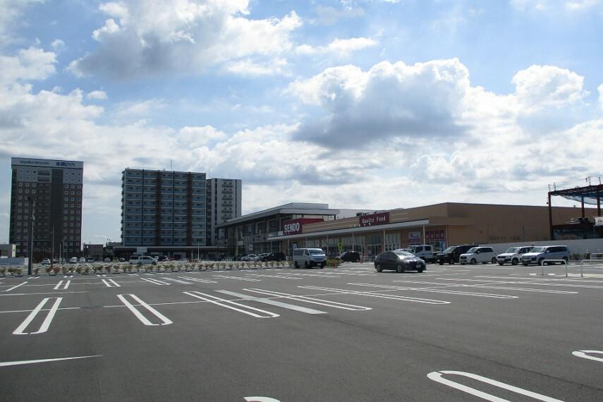 ショッピングセンター ゆりまち袖ケ浦駅前モール(5分)