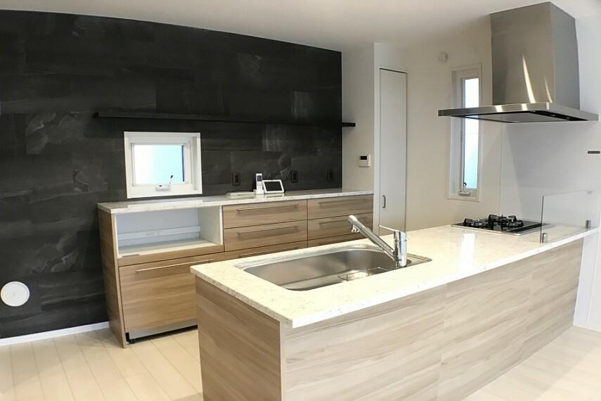キッチン No.59-19_キッチン(撮影_2021年2月)開放感あるフルフラットキッチンです。ご家族の笑顔があふれます。