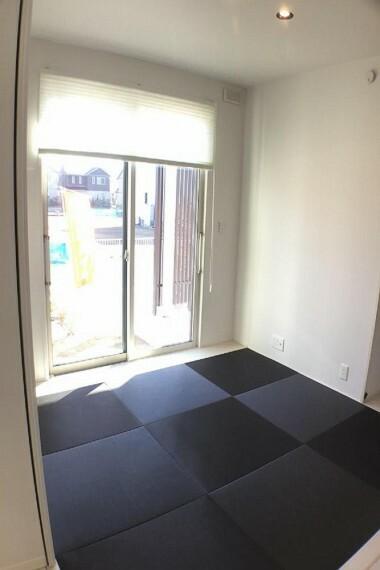 和室 No.59-19_タタミルーム(撮影_2021年2月)リビングルーム隣接のタタミルームは4.5畳。L型スライディングウォールで個室に。南向きの明るいお部屋です。