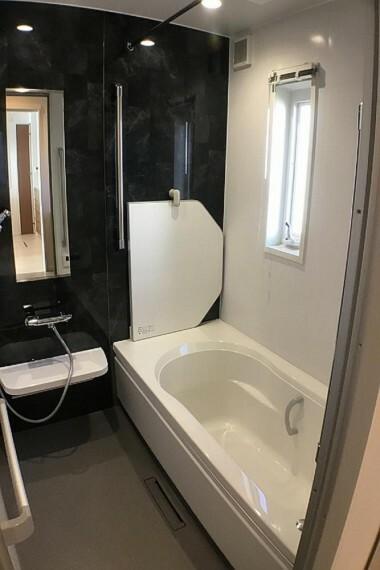 浴室 No.59-19_浴室(撮影2021年2月)段差のないバリアフリーバス。暖房乾燥機や断熱フタも付きます。