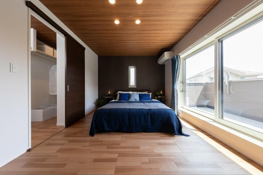 寝室 No.53_主寝室(撮影_2021年4月)約4畳のW.I.C.付き主寝室。収納たっぷりで使いやすい居室です。ナチュラルな木目天井がおしゃれな空間を演出。