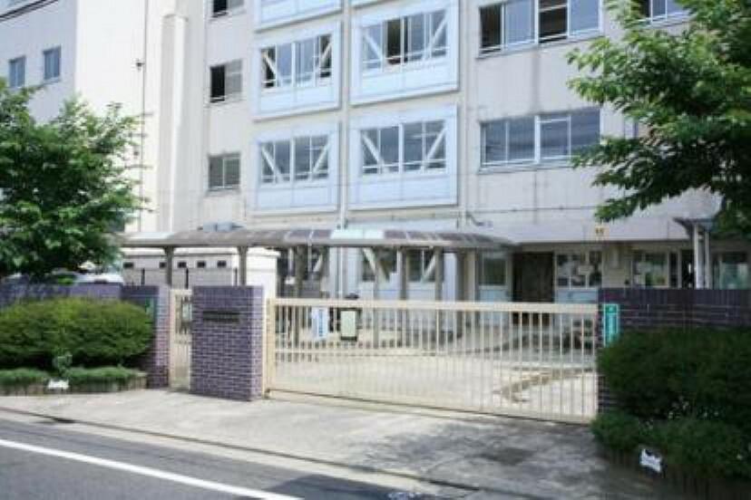 中学校 【中学校】世田谷区立弦巻中学校まで237m