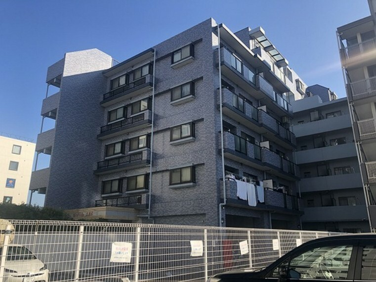 外観写真 小田急線「本厚木」駅から徒歩約8分の立地のマンションです。
