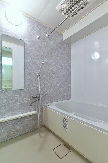 浴室 換気機能をはじめ、夜間や雨天時の衣類乾燥に便利な乾燥機能、暖房機能も搭載。