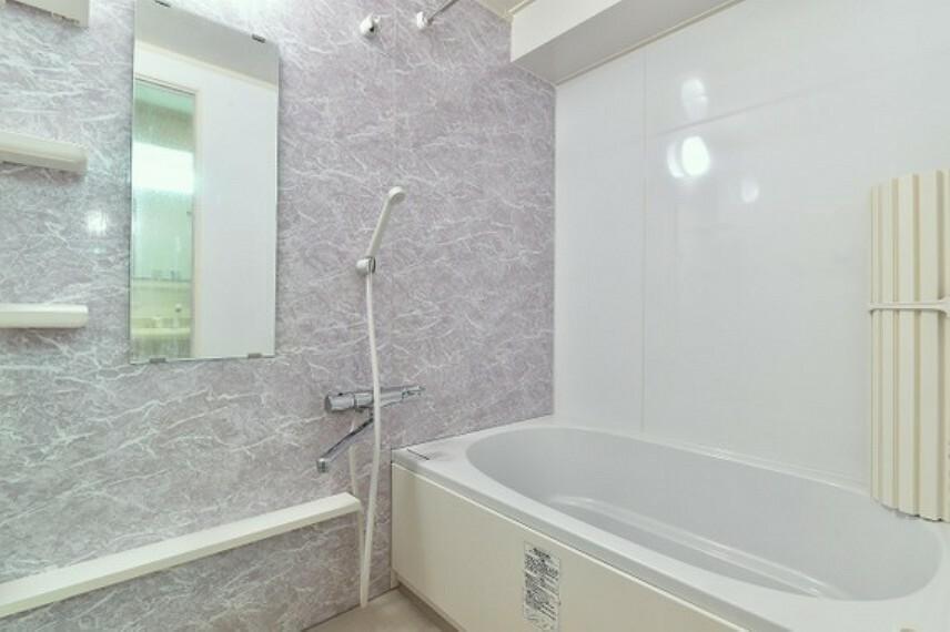 浴室 浴槽に浸かって一日の疲れが癒せるバスルームです。