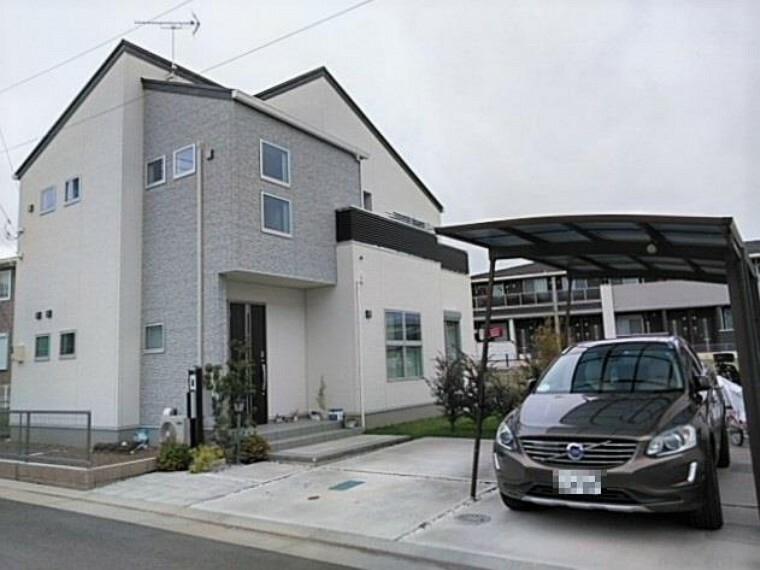 外観写真 築2年のモダンなデザインの、オール電化住宅です!