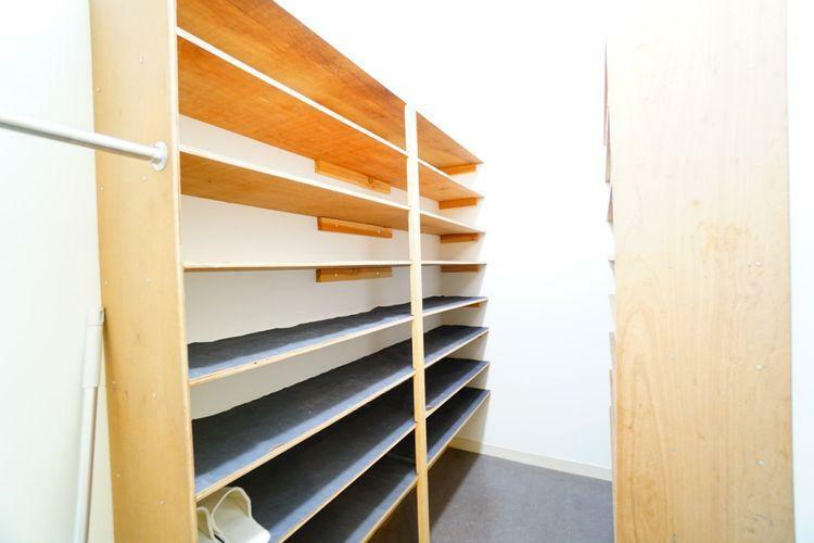 収納 ご家族の靴だけでなくスポーツ用品なども収納できます。