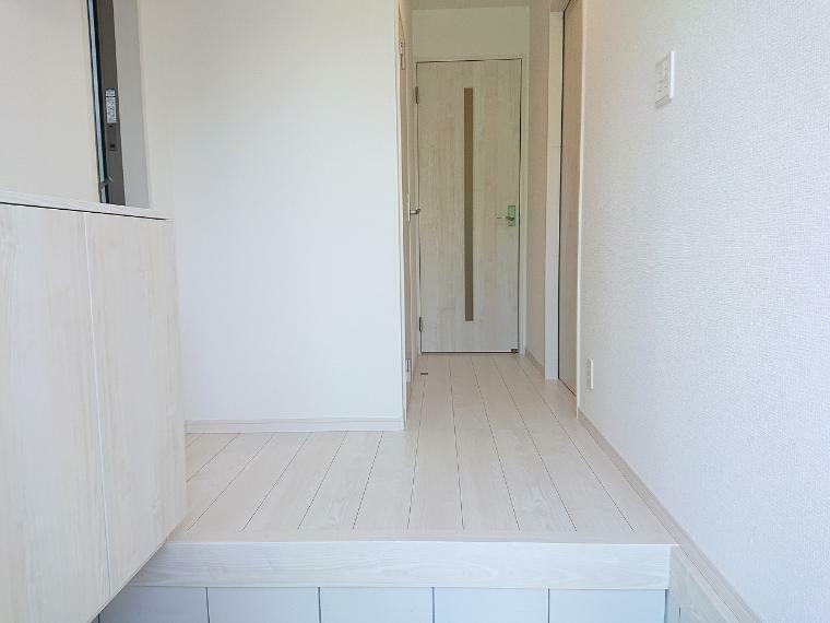 玄関 新居を構える事でお客様は増えます、そんな中で広々した玄関スペースは何かと重宝します