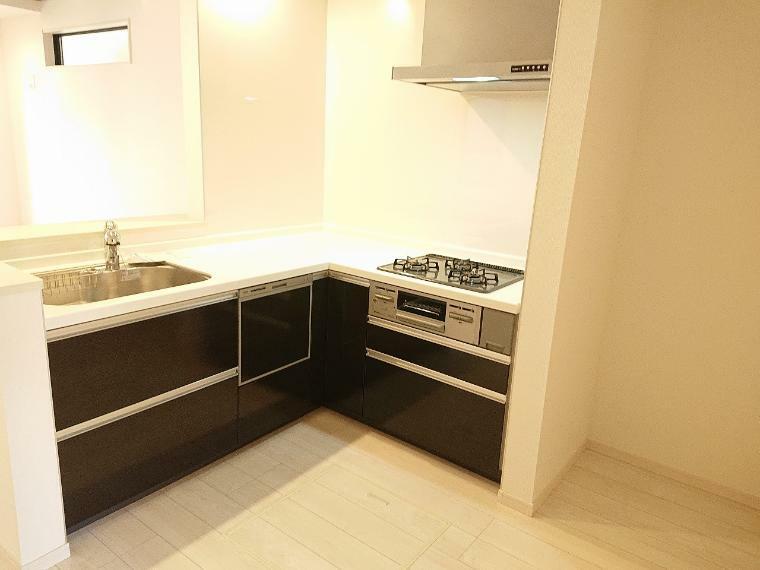 キッチン 作業スペースを多くとったL字型キッチン