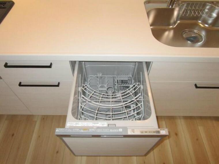 【リフォーム済】キッチンには食洗機がついています。毎日大変な食器洗いも食洗機があれば楽になりますね。