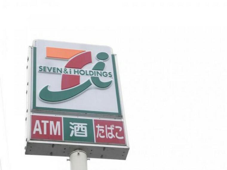 ドラッグストア 当物件より約1.9km(徒歩約24分)のところにセブンイレブン飯塚庄司店があります。ちょっとした日用品がいつでも買えるのでうれしいですね。