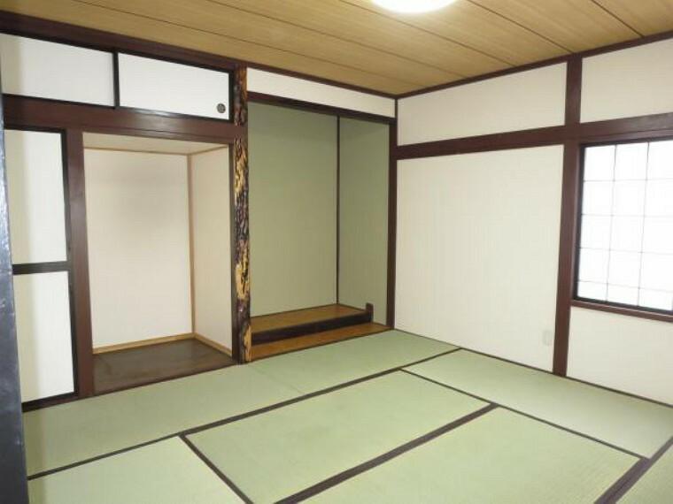 和室 【リフォーム済】1階和室8畳は、畳の表替え、クロス、障子、襖の張替え、照明(LED)に交換しました。隣の6畳と続間で使えます。